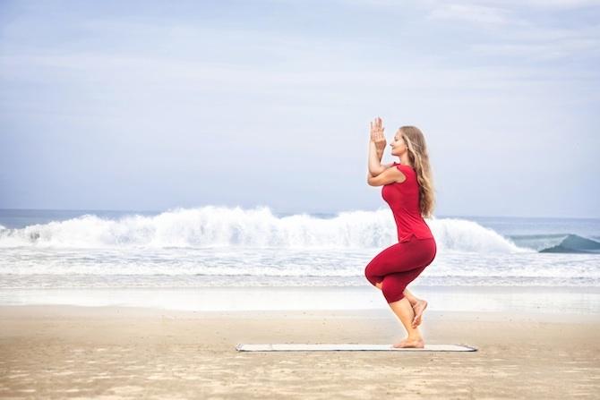 posizione aquila yoga