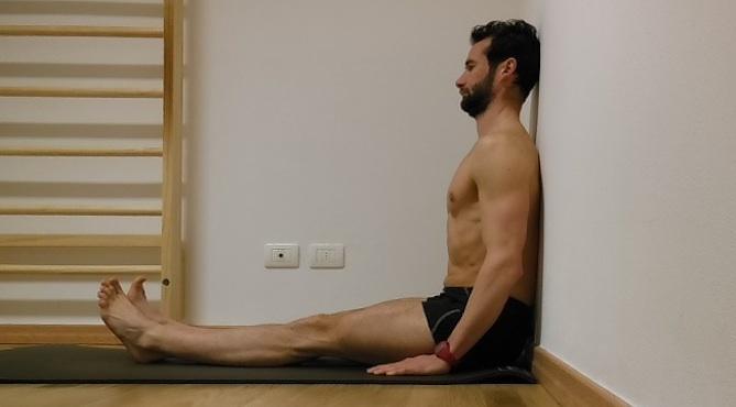 esercizi schiena parete