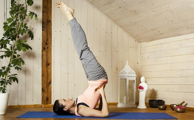 posizione candela yoga