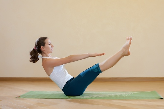 addominali yoga navasana
