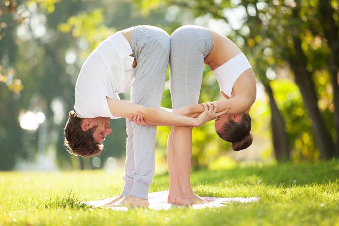 yoga pinza coppia