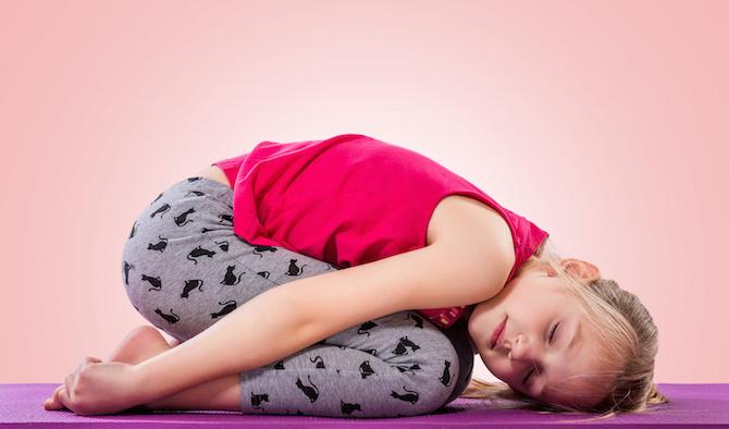 posizioni yoga bambino balasana
