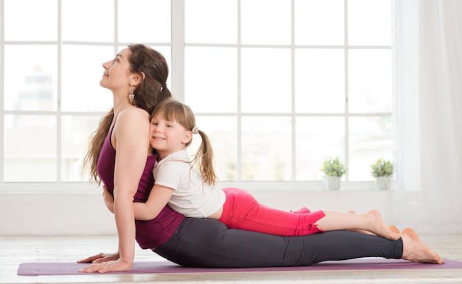 posizioni yoga bambino cobra