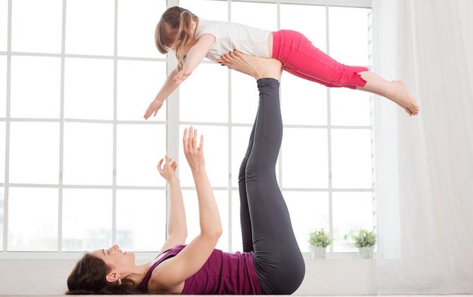 posizioni yoga bambino pilastro
