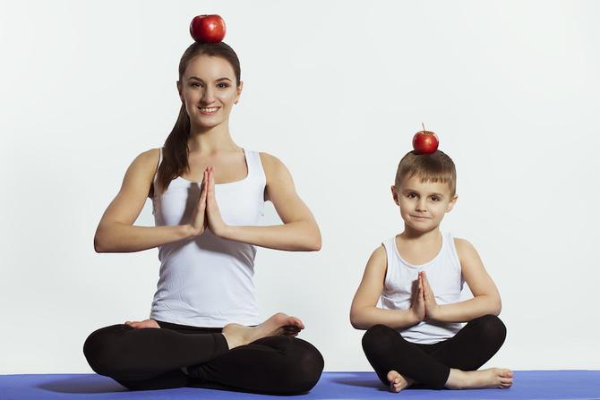 posizioni yoga bambino gioco