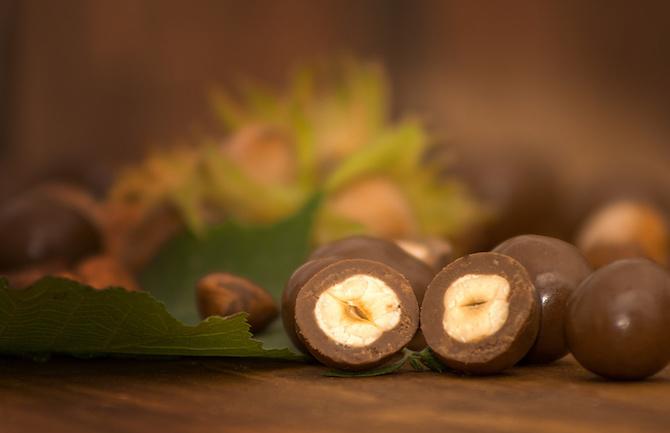 nocciole pralinate al cioccolato ricetta