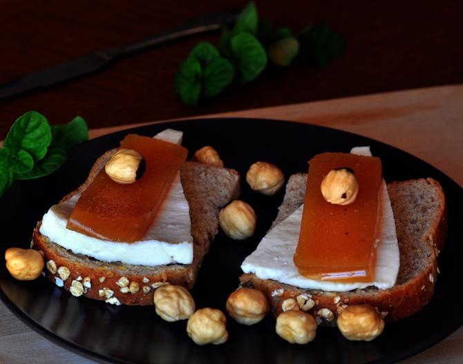 toast-mela-cotogna