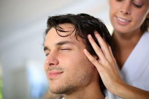 Curare i capelli con l'olio di semi di lino