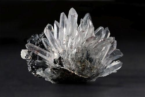 Cristallo di rocca, proprietà e benefici