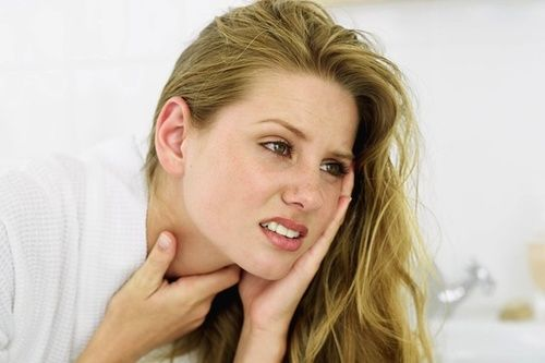 Mal di gola, rimedi naturali