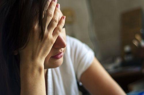 Mal di testa, cause e rimedi naturali
