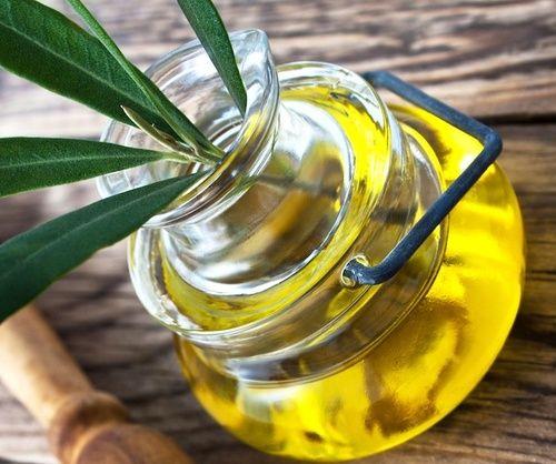 Olio d'oliva nella dieta contro il colesterolo