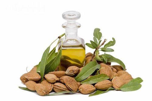 Olio di mandorle fonte di vitamina E