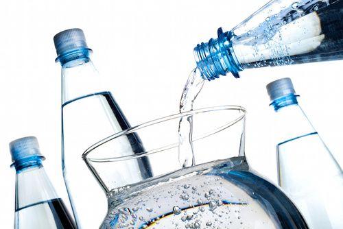 Acqua fonte di fluoro