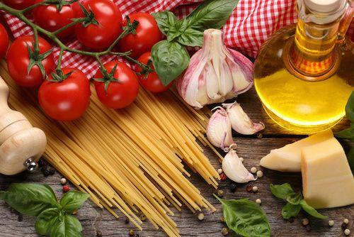 Dieta mediterranea: come funziona, benefici, controindicazioni