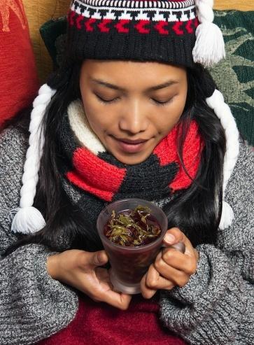 A letto con le erbe per il raffreddore