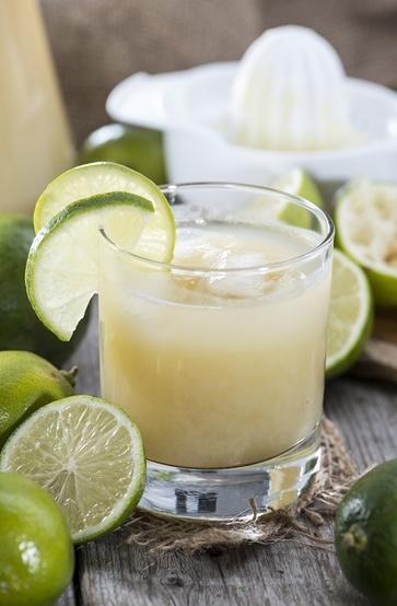 Il lime, piccolo e verde citrus