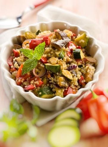 Insalata di quinoa e zucchine con i semi di lino
