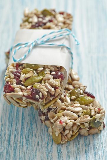 Snack con semi e frutti rossi essiccati
