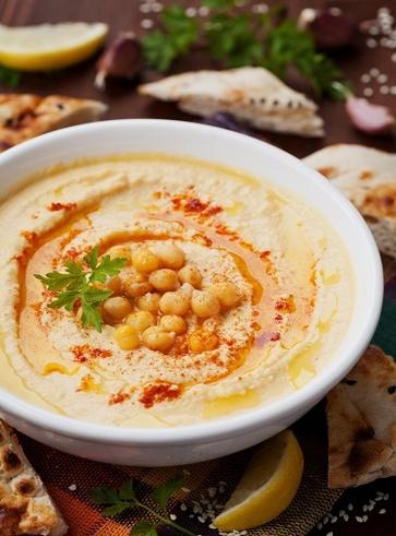 Hummus di ceci, sesamo e spinacini freschi