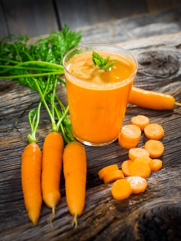 Centrifugato detox allo zenzero e carote