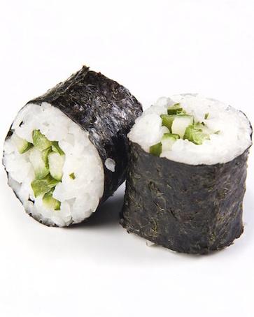Sushi, cardo e avocado