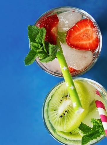 Acqua vitaminizzante alla fragola, kiwi e mentuccia