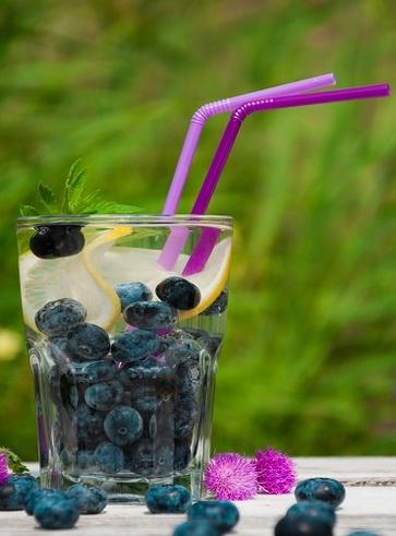 Acqua antiossidante all'uva, mirtilli e mela verde