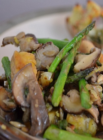 Ricette vegan con gli asparagi: Seitan funghi ed asparagi