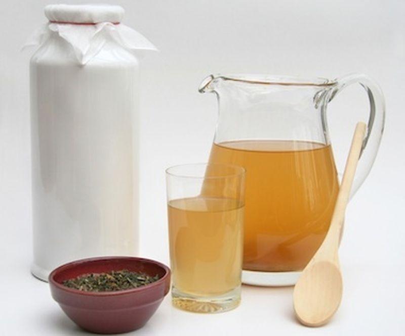 La preparazione del tè Kombucha