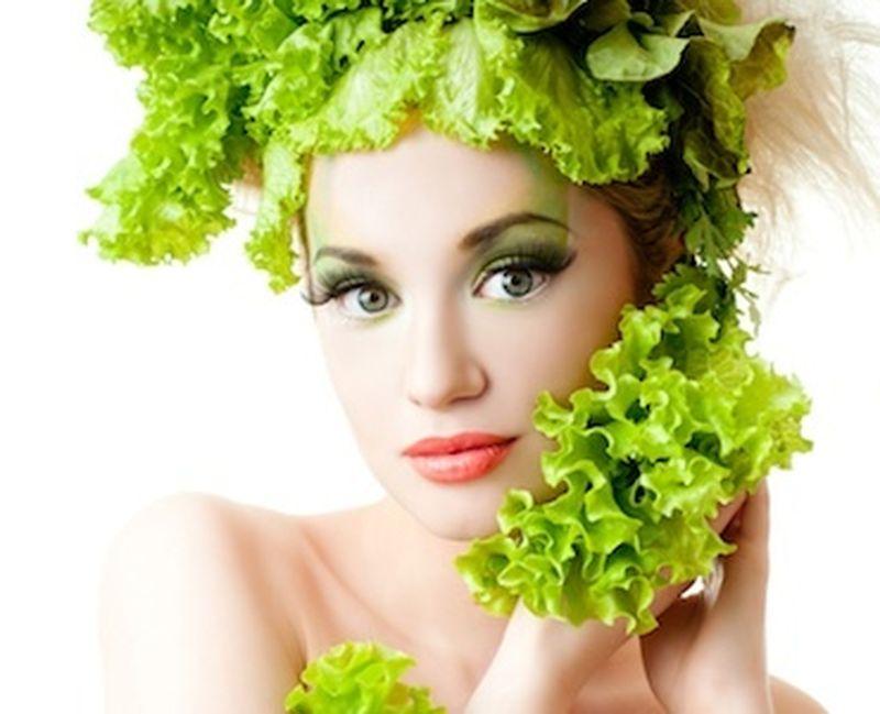 Gli alimenti per mantenere la pelle giovane