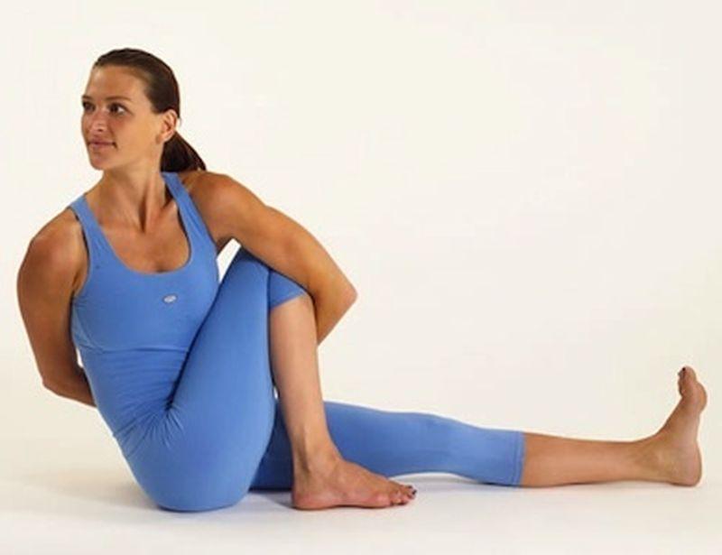 Le torsioni a terra dello yoga. Ascolto e dolcezza