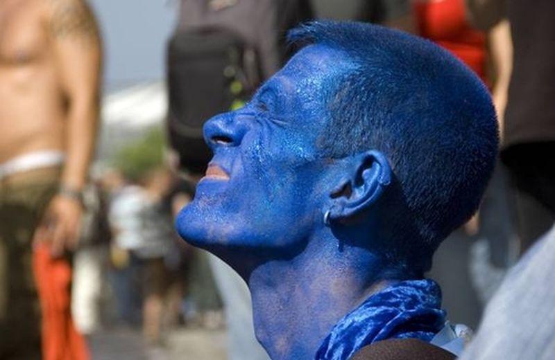 Tra cromoterapia e chakra, esplodono le proprietà del blu