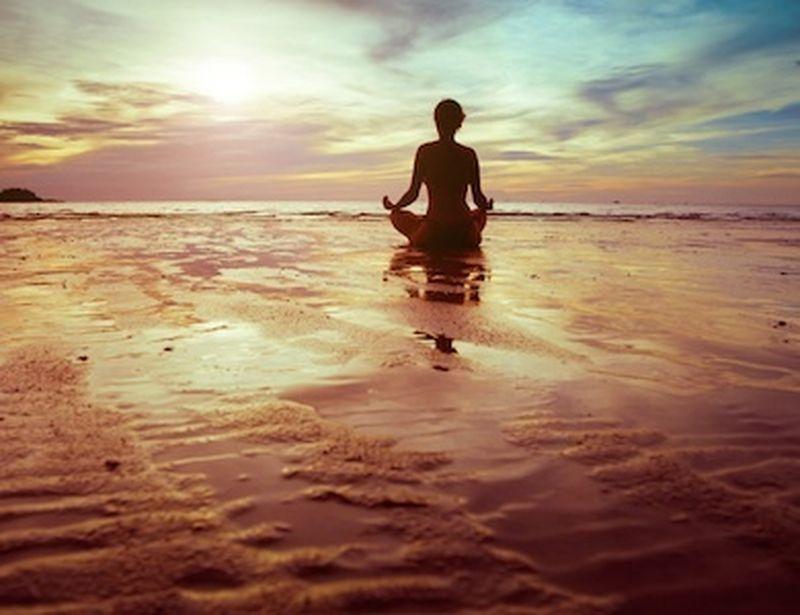 Fermiamoci tra un asana e l'altro: posizioni yoga di rilassamento