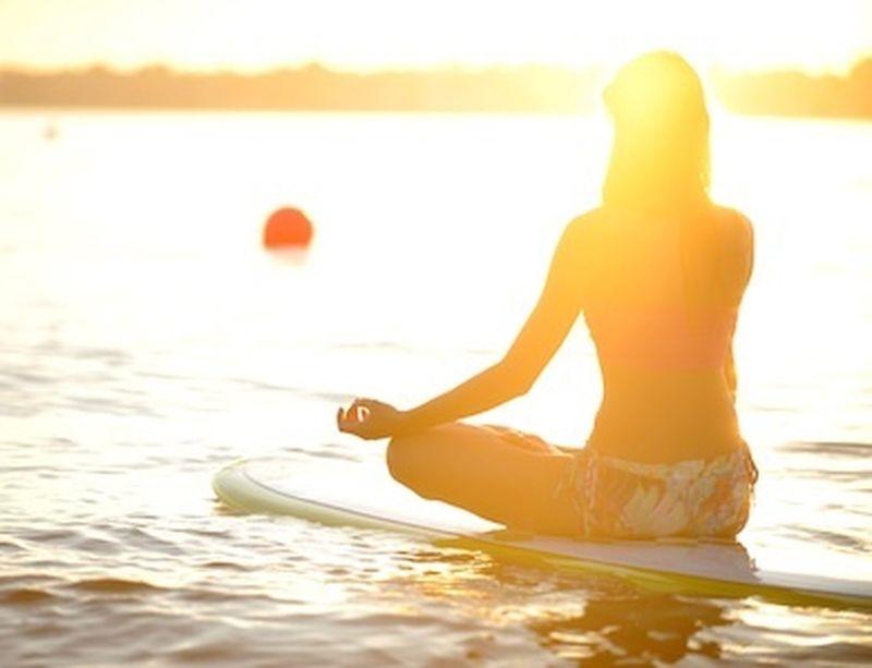 Sup yoga, l'oceano diventa il tuo tappetino!