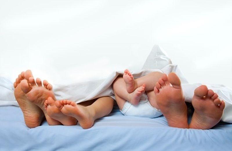 Dormire con i genitori: pro e contro dei co-sleeping