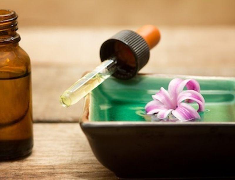 Gli oli essenziali contro i disturbi dell'ernia iatale