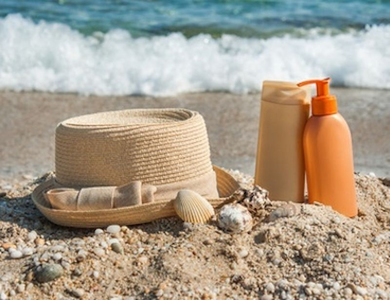Bellezza naturale con i cosmetici per l'estate