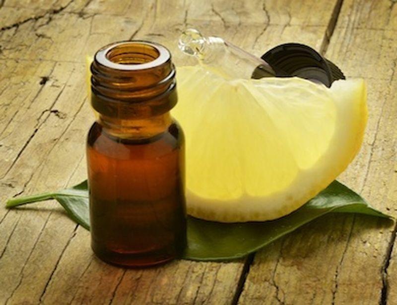 Contro il mal di gola, prova l'olio essenziale di limone