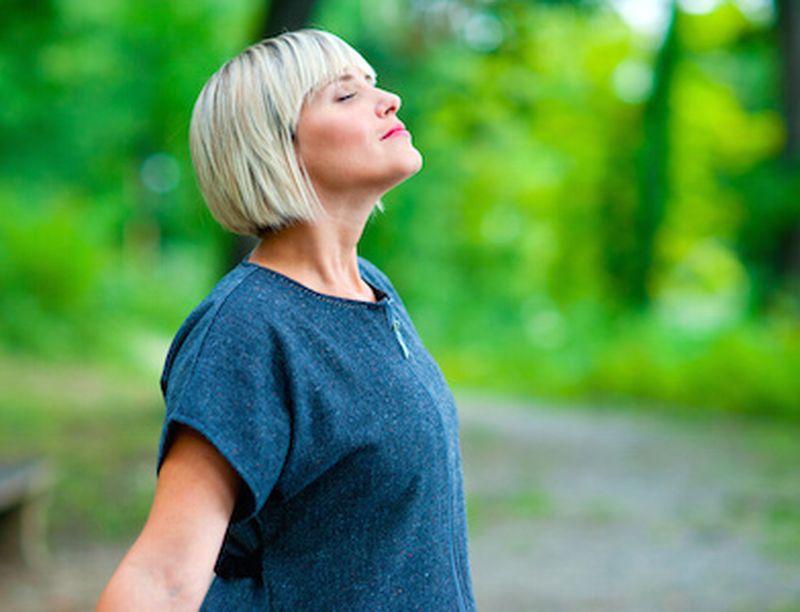 I benefici dello yoga per i sistemi respiratorio e cardiovascolare