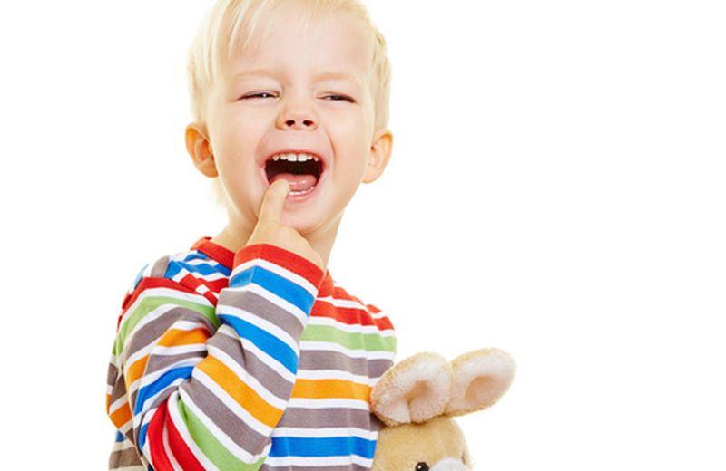Prevenire e curare naturalmente le afte nei bambini