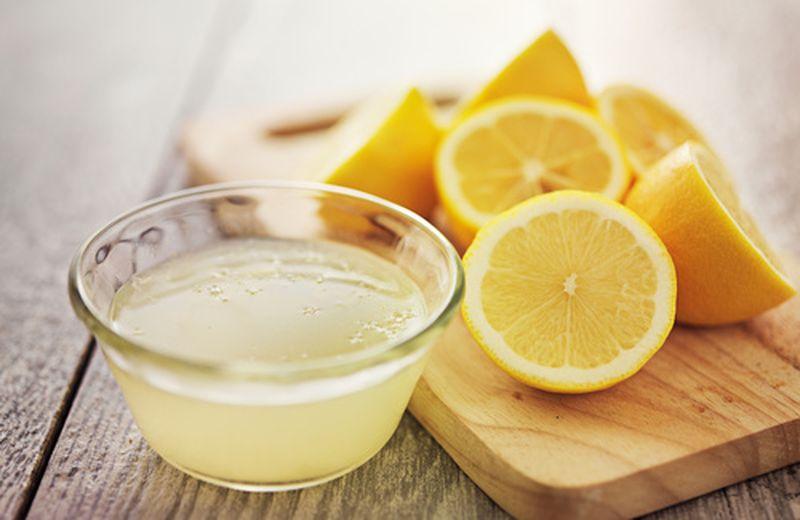 Provato il succo di limone? Ecco benefici e controindicazioni