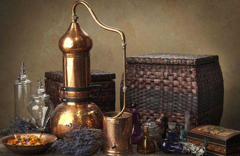 Come funziona il distillatore per gli olii essenziali