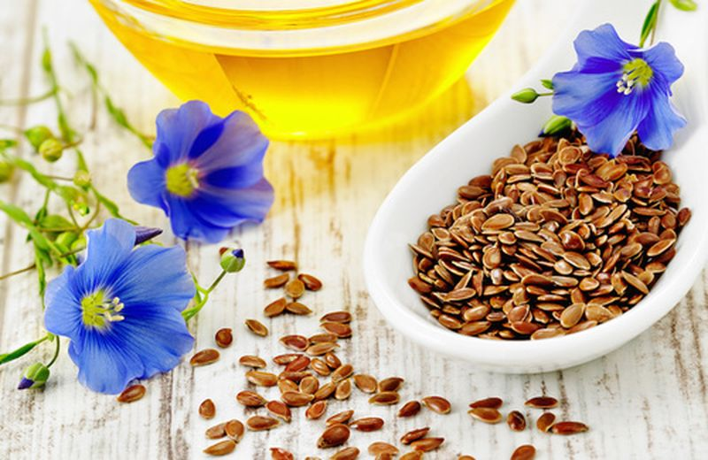 Olio di semi di lino: l'uso per la persona e la casa