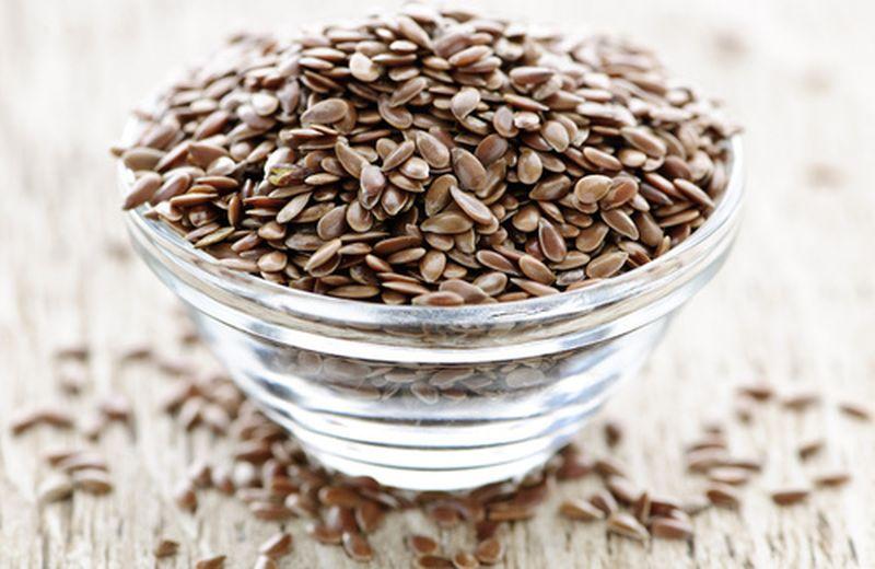 Combattere la stitichezza con i semi di lino