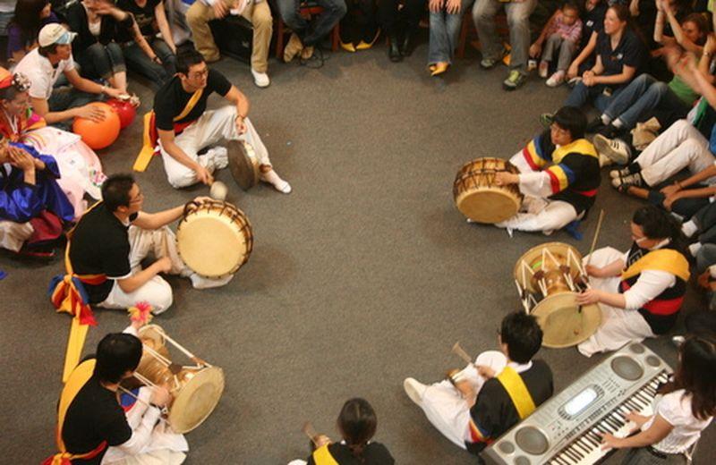Drum circles: il tamburo che cura, l'evoluzione in homines ritmici