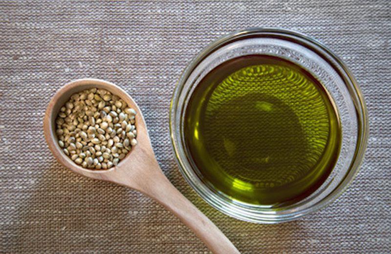Olio di canapa nell'ayurveda, benefici e uso
