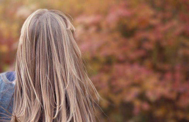 Caduta di capelli e cambio di stagione, i rimedi