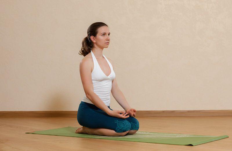 La posizione del fulmine: un classico dell'hatha yoga
