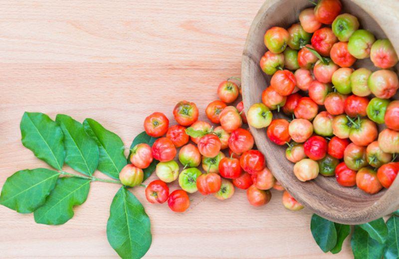 Acerola, ricca di vitamina C contro l'influenza
